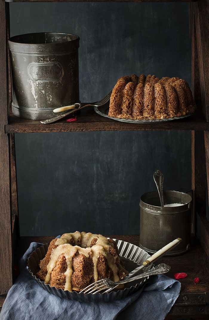Apple & Nuts Bund Cake with salted caramel sauce. Mini Bundt Cake de Manzana y Nueces con salsa de caramelo salado