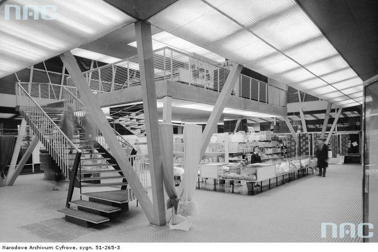 """Pawilon """"Chemii"""" - wnętrze, Warszawa, ok. 1961 /  """"Chemia"""" pavilion - interior, Warsaw, Poland, ca. 1961"""