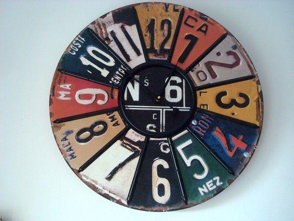 Grosse horloge ronde façon récup. : 59,95€ Attention cette horloge fait 60cm de diamètre