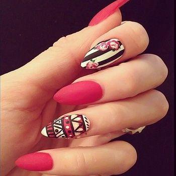 Utiliza este estilo en las uñas puntiagudas, las cuales también están a la moda en 2013.