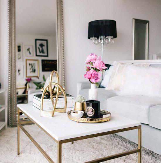 decoracao-de-sala-de-estar-mesa-de-centro-e-espelhao