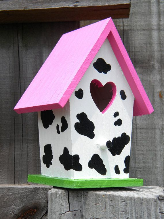 Een vogelhuisje met koeien print #garden #cow #stuff
