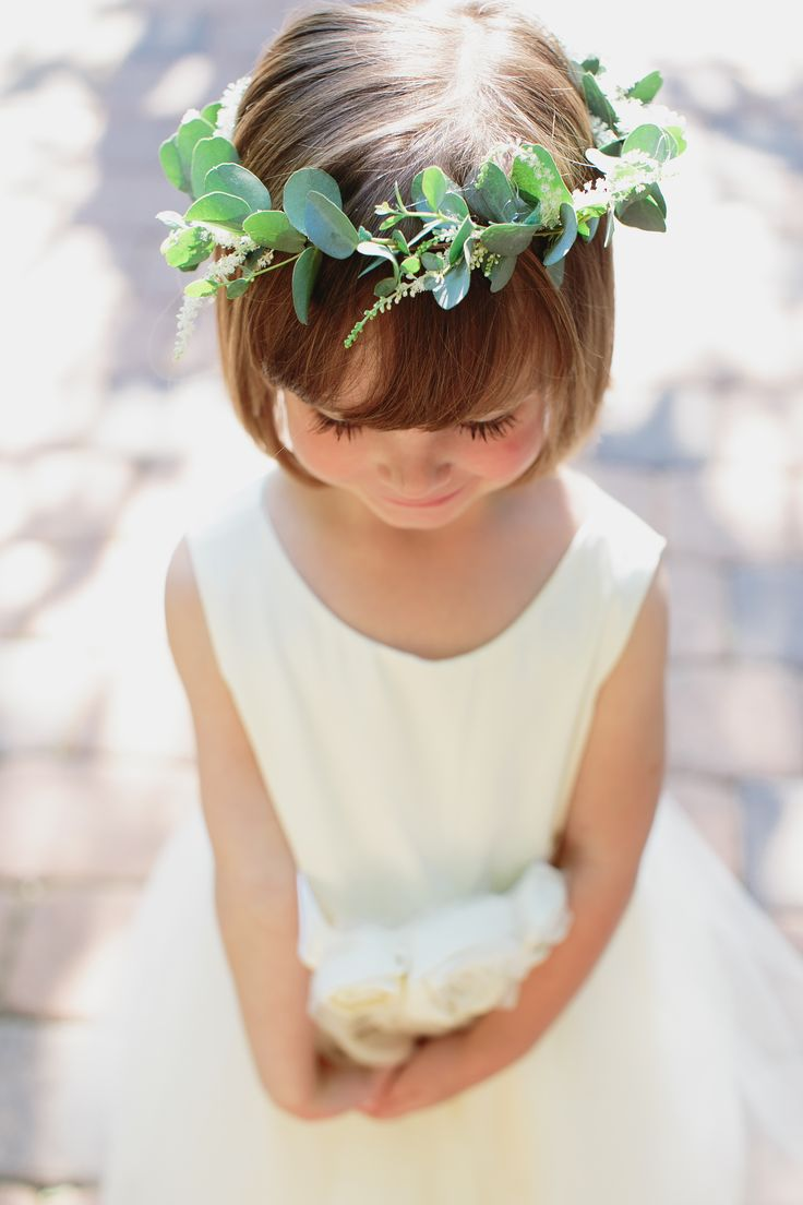 Nature\'s Point Wedding | Flower Girl Halo | stemfloral.com | smsphotographyblog.com | naturespoint.com