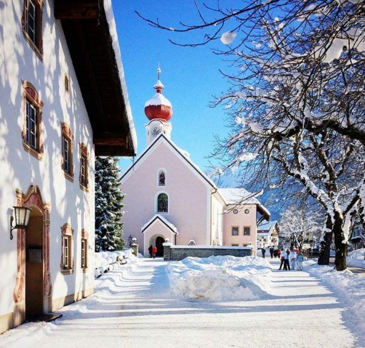 Ehrwald kirchplatz Austria ❄️☃️