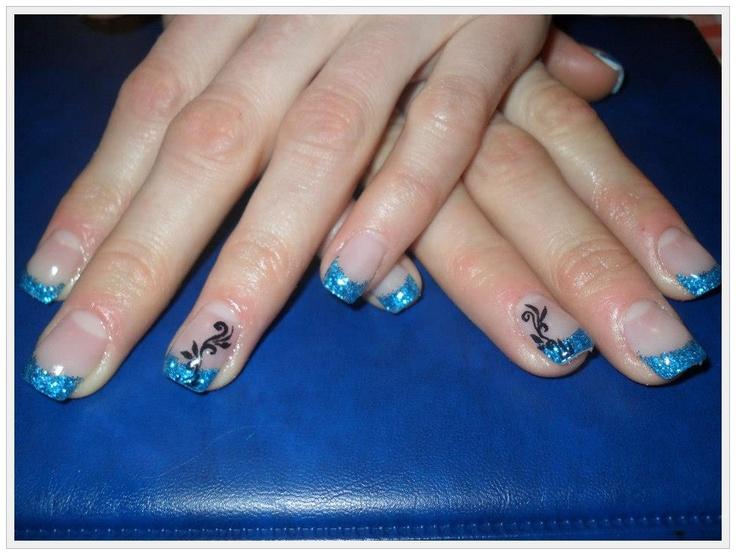Unghii tehnice french albastre