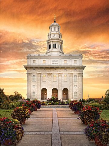"""Professional photographer Robert A. Boyd is a master at capturing the beauty of LDS temples. Take a look at these breathtaking photos from his new book, """"His Holy House"""". SEE MORE AT: http://ldsliving.com/story/75257-5-stunning-temple-photos-giveaway"""