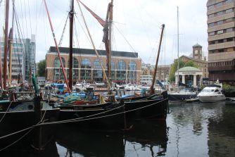 Le port de St Katherine's docks est un havre de paix juste à côté du Tower Bridge