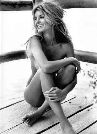 girl-marissa-miller-nude-and-barfoot