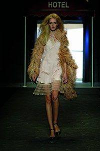 Robe soie Diesel - Look de fête - Style flamboyant pour cette robe déclinée dans l'esprit nuisette. Avec ce modèle, vous déclencherez sans doute une attraction fatale. On aime : le petit côté lingerie qui rend son effet magique dans l'atmosphère de Noël...