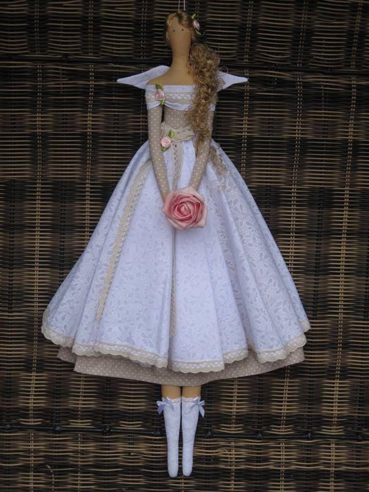 Un vestido de novia precioso y ademas de trapo q bonito y sencillo con un pelo de trenza, si te gusta ya sabes empieza ya