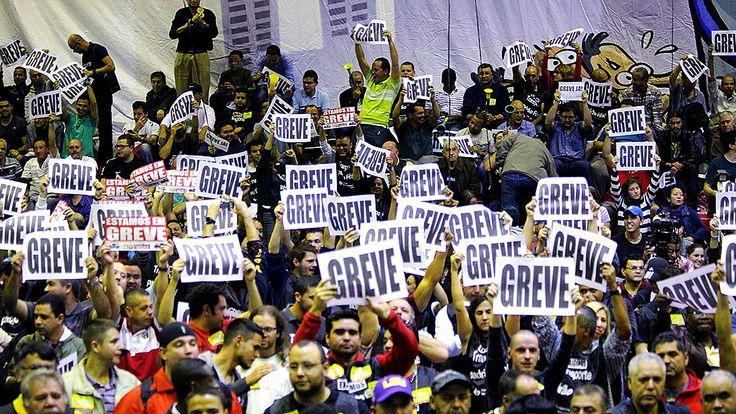 04/06/2014 _Sem acordo, metrô entra em greve nesta 5ª feira _____http://veja.abril.com.br/noticia/brasil/funcionarios-do-metro-entram-em-greve-nesta-quinta