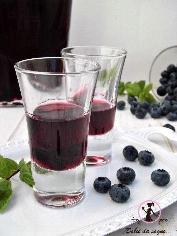 Liquore ai mirtilli  è ottimo anche per bagnare dolci o torte di frutta.