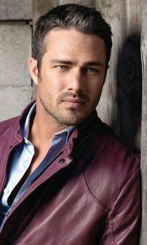 Taylor Kinney from Chicago Fire. This is the way I like my Taylor, maybe w/ a little more grey even.