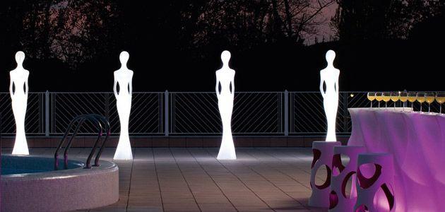 Levensgrote verlichte vrouwfiguren van MyYour