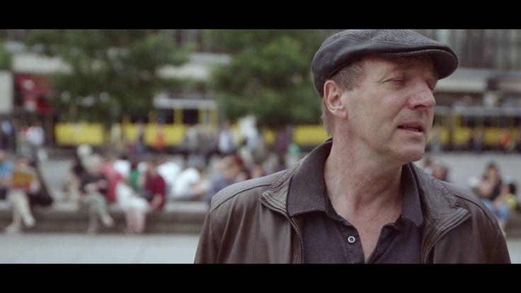 "Funny van Dannen - ""Wir Deutschen"" - Das Video - https://fotoglut.de/musik/musik-news/2016/funny-van-dannen-wir-deutschen-das-video/"