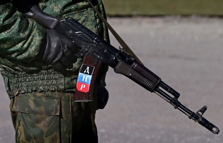 The AK-74 rifle of a Donetsk People's Republic volunteer [744 x 478]