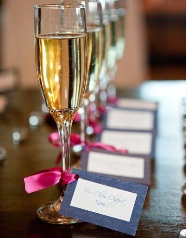 Bruid in Stijl: Tafelschikking - Wie zit waar op jouw bruiloft?  Seating cards attached to champagneglass