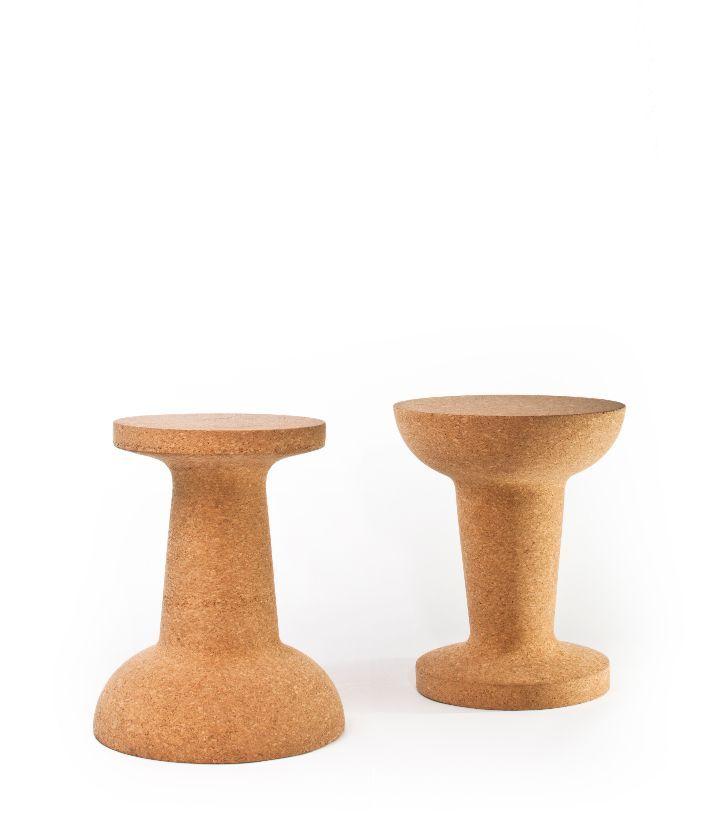 Pushpin è un piccolo e versatile oggetto ispirato alle puntine da disegno, realizzato interamente in sughero può essere utilizzato come sgabello o come tavolino. Cooima gioca sul fattore di scala, dilatando le dimensioni di un oggetto familiare come la puntina da disegno, per creare un elemento flessibile, giocoso e divertente. Per maggiori informazioni: www.cooima.com...