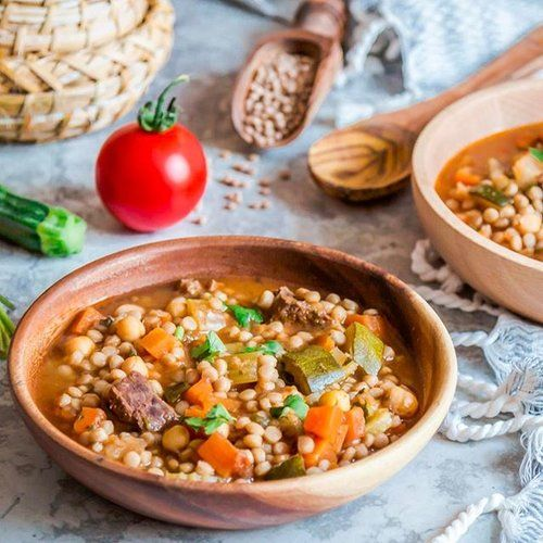 It's snowing in London! Well, not really it looks more like rain than snow ☹️🙃 but it's all fine because I am making berkoukech, happy weekending friends!  p.s: berkoukech is a berber soup aka *mhamsa*, made of veggies and giant couscous, perfect for these colder days! Recipe is in the blog's archive, look for *berkoukech*.
