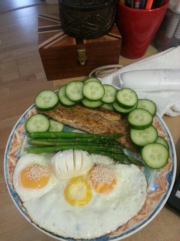 2 meals in 1 plate!  :) 3 eggs, sesame seeds, 1 cucumber,  100g smoked mackerel, 50g mozzarella, asparagus