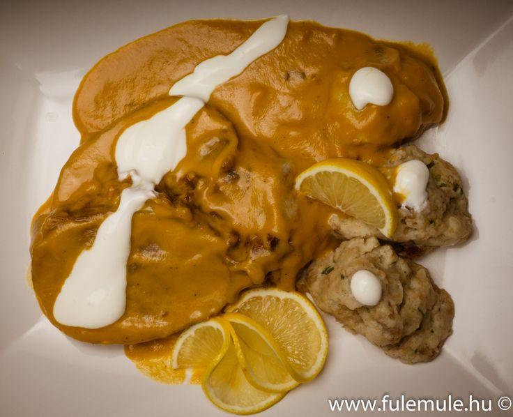 Vadasmarha zsemlegombóccal ||  Roast beef with piquant creamy sauce, dumplings ||  Rinderbraten mit Wildrahmsoße und Serviettenknödel ||  Говядина в соусе из маринада с кнедликом