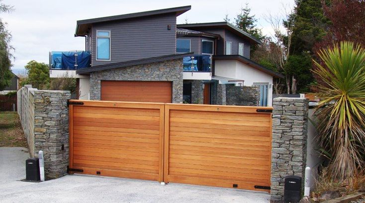 Woodbury - Wooden Gates - Gates - Heritage Group LTD T/A Heritage Gates & Fences