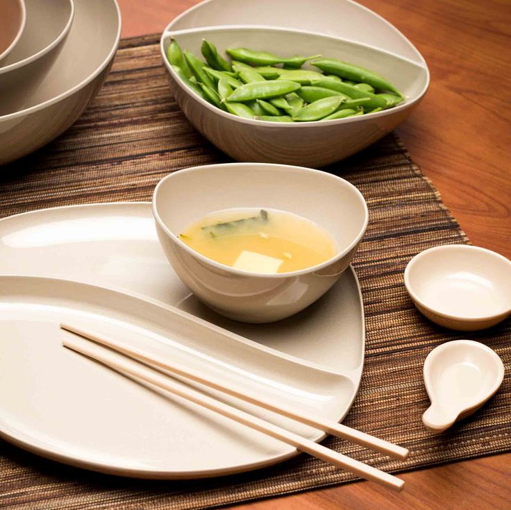 Asian Serving Utensils Are Colorful Too. Sauce Dishes are perfect for dipping; fill with soy sauce, wasabi and other great Asian flavors. Soup spoons and sauce dishes are compact and nest for easy storage. Soup spoons are a staple with any meal featuring classic soups like pho, ramen and wonton. Chop sticks have squared edge so they do not roll around