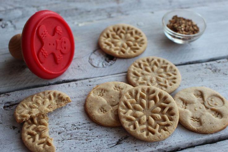 Instant karácsony, egyszerre szép és finom.  A gyerekeim kedvencei a fűszeres kekszek, melyekkel ünnepi, télies illat járja át a lakást, így ebben az időszakban különösen jólesik ilyet sütni. Ez a rec