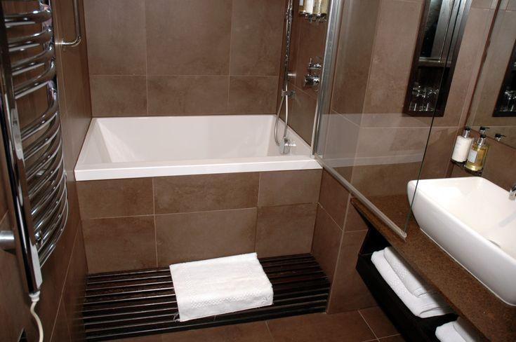 Small soaking bathtub shower combo great for small for Narrow deep soaking tub