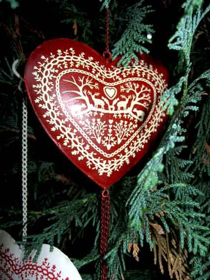 Google Image Result for http://www.designmemygift.com/dev/wp-content/uploads/wpsc/product_images/red-nordic-christmas-decoration-tree-tin-heart.jpg