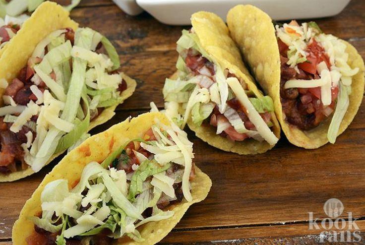 Dit verrukkelijke Mexicaanse recept is heel simpel! Niet iedereen is bekend met de Mexicaanse keuken, maar dit voedsel kan ontzettend lekker zijn. Wil je wel een Mexicaans gerecht bereiden, maar dan wel op instapniveau? Dan zou je deze taco's eens moeten proberen! Heerlijk met bonen en geitenkaas.