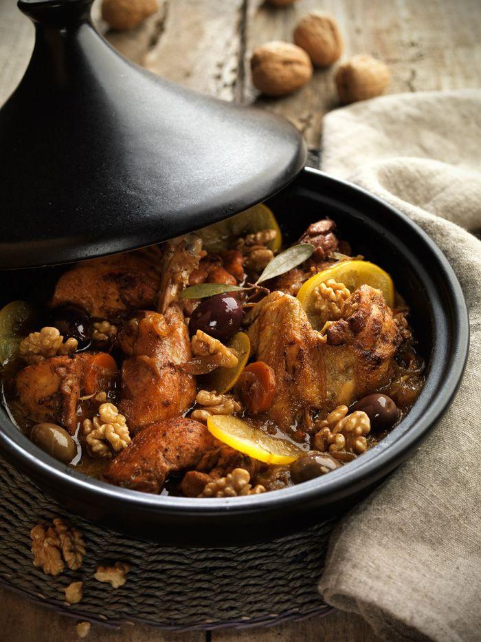 Tajine de pollo con limón, aceitunas y nueces