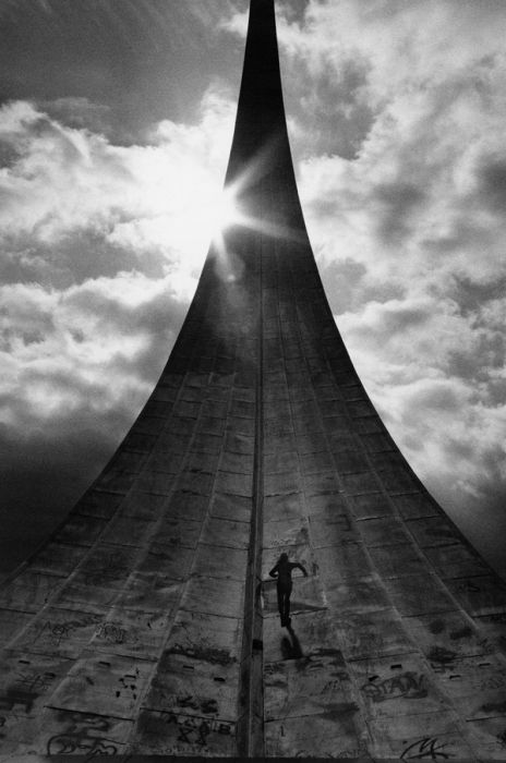 Photo by Sergei Borisov. Obelisk of space explorers. 2002.