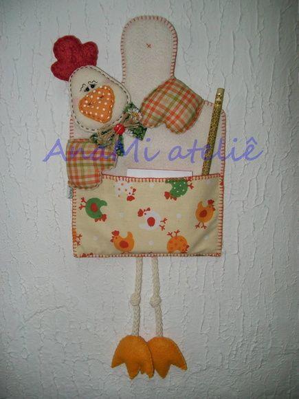Porta recados galinhas em feltro e tecido costurado à mão.  Tempo para confecção…