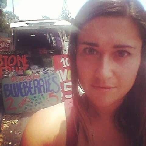 Tuffo nel passato a quando vendevo frutta biologica da un camioncino per strada in Nuova Zelanda ... Vita da hippy !!! Vanessa  #tbt #throwbackthursday #ricordi #hippy #spiritualitatradotta #comunitàbiologica #nuovazelanda