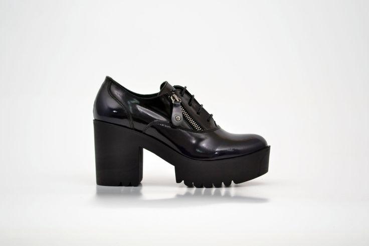 Pantofi damă albaștri din piele naturală lăcuită - Femei / Pantofi dam - GiAnni