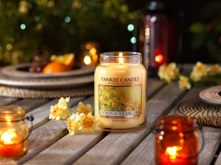 Flowers in the Sun -  En lätt och luftig doft av soldränkta, söta blommor.  #YankeeCandle #FlowersintheSun #WarmeSummerNights