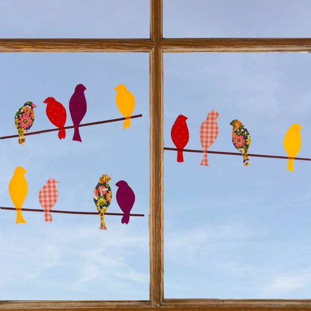 Fensterdeko aus selbstklebender Folie Voegel_auf_der_stange_Fensterbild