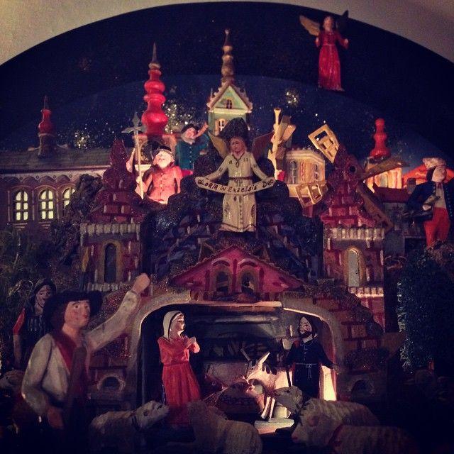 Grulicher Krippe mit heiliger Familie, Engeln und Hirten