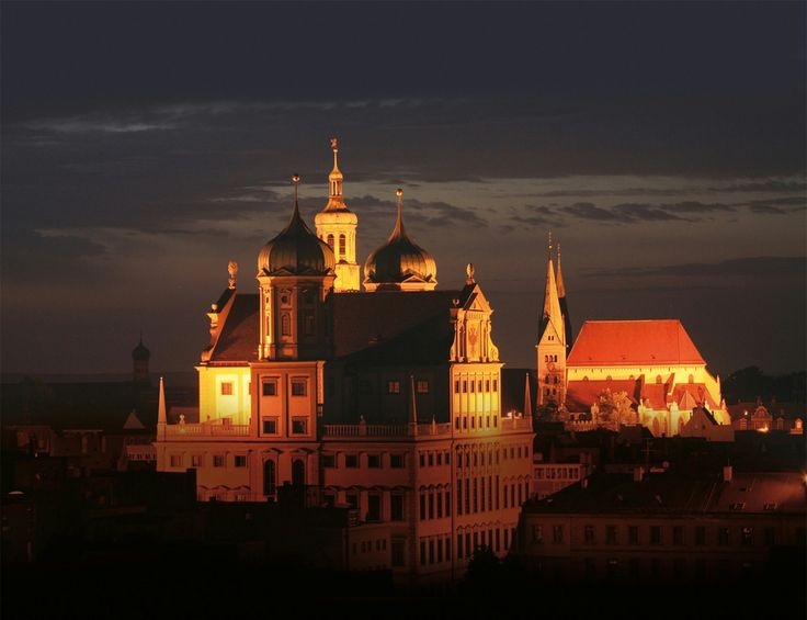 Rathaus und Dom, Augsburg, Bayern (Bavaria), Southern Germany. Augsburg was a Free Imperial City for over 500 years.