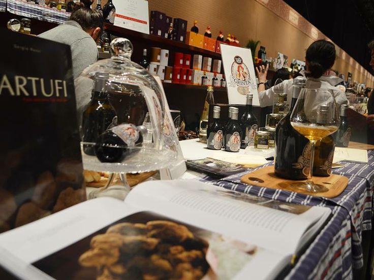 Prodotti al tartufo dal sapore intenso e ricercato. Esposizione di Savini Tartufi. http://www.toscanacheproduce.it/tartufi.html #tartufo #tartufi