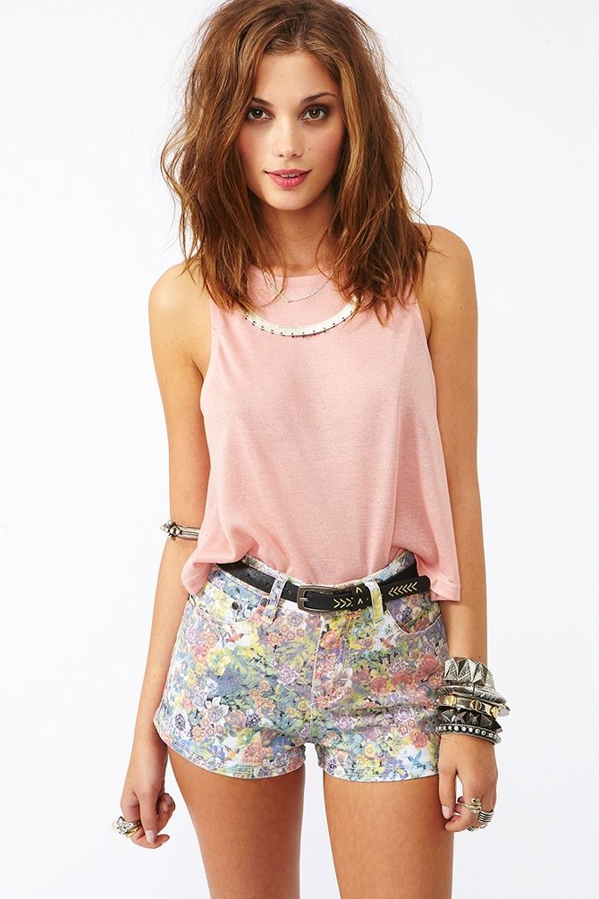 This is basically everything I'm obsessed with right now. PINK PINK SHORTY SHORTS FLORAL FLORAL PASTEL YUMMY!!