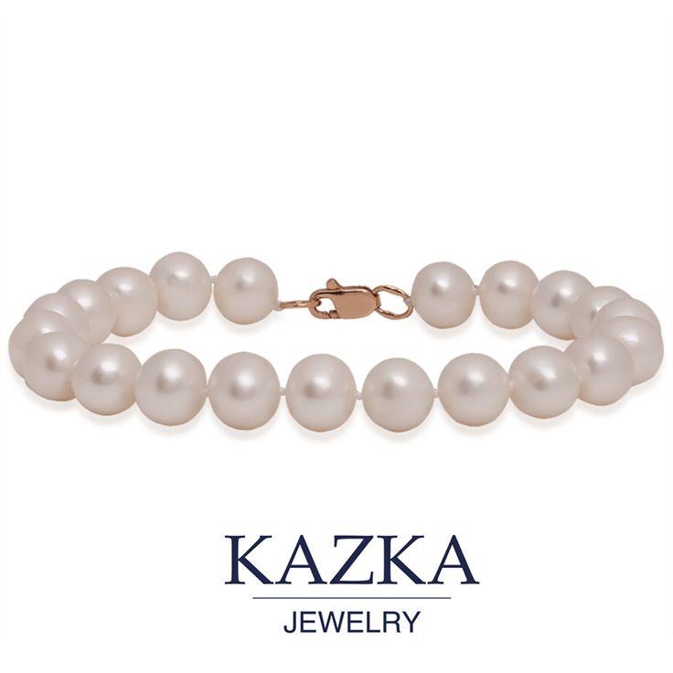 Перламутровая нежность жемчуга подчеркнет изящество вашего запястья. Золотая застежка не позволит украшению потеряться. Купить за 2 200 грн.http://goo.gl/QysLHm #kazkajewelry #украшения #жемчуг #браслет #нежность