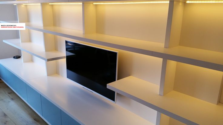 Detail modern wall mounted bookcase - Detail moderne boekenkast TV kast TV meubel door www.myhouse-amsterdam.nl interior design