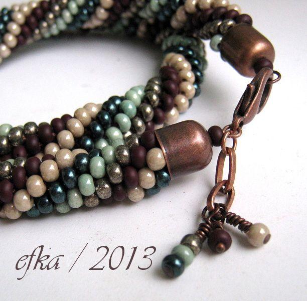 noční radovánky.. Háčkovaný náhrdelník z větších 6/0 rokajlů od Preciosy v pěti odstínech podzimu.. délka 46cm / zakončení měděný kaplík + karabinka