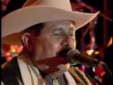 """Los Invasores de Nuevo Leon """"A Mi Que Me Quedo"""" 30 ANIVERSARIO EN VIVO HD - YouTube"""
