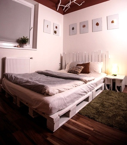 Wood Pallet Bed. Trying to do this for the new apt!