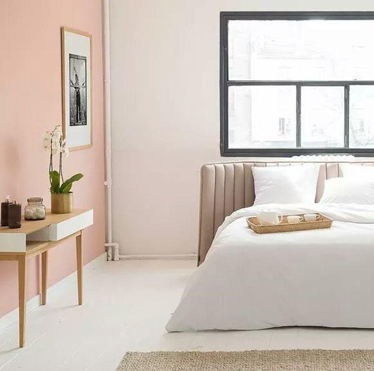 X l'insieme dell'ambiente, il muro rosa, il parquet intonato (e la testiera del letto che mi piace tanto)