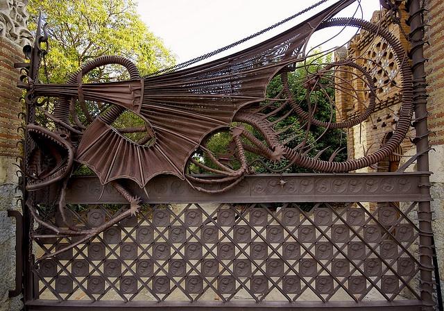 Gaudi...gate                                                                                                                                                                                 Más