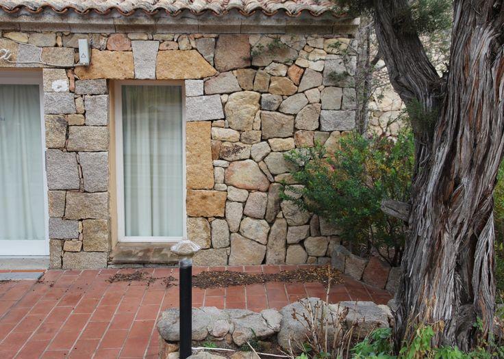Rivestimento in pietra e ginepro